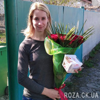 A bouquet of roses for a man - Photo 1