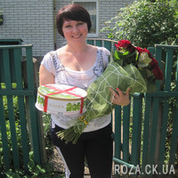 Red roses in packing - Photo 1