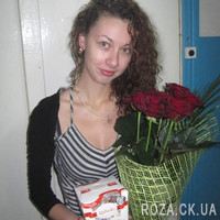 A small bouquet of red roses - Photo 1
