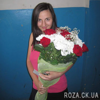 Nice bouquet of roses and chrysanthemums - Photo 1