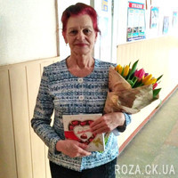 Bouquet of 25 tulips and box of chocolates - Photo 1