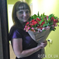 Bouquet of alstroemerias in paper - Photo 2