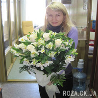 Bouquet of white roses and alstromeries - Photo 1