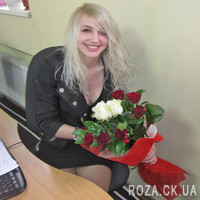 Bouquet of red and white roses with greenery - Photo 3