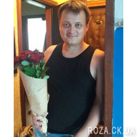 Bouquet of red roses in a paper - Photo 2