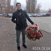 Кошик червоних троянд в Черкасах - Фото 1