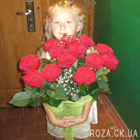 Red roses with gypsophila - Photo 4