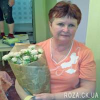 Милый букетик из кремовых кустовых роз - Фото 1