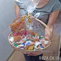 Подарочная корзина конфет и Мишка - Фото 1