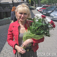 Nice bouquet of roses and chrysanthemums - Photo 3