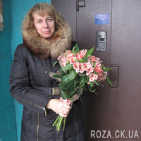 Pink bouquet of roses and alstromeries - Photo 1
