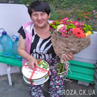Bright bouquet of flowers - Photo 1