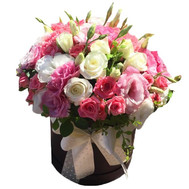 Amazing bouquet in a hat box - flowers and bouquets on roza.ck.ua