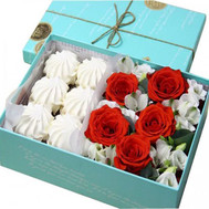 Box of flowers with marshmallows - flowers and bouquets on roza.ck.ua