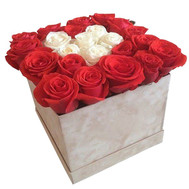 Red and white roses in a box - flowers and bouquets on roza.ck.ua