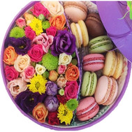 Round box with flowers and macaroons - flowers and bouquets on roza.ck.ua