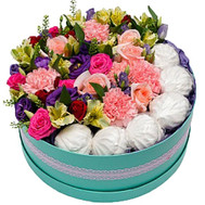 """Round box with flowers and marshmallows"" in the online flower shop roza.ck.ua"