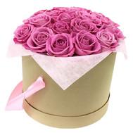 Розовые розы в круглой коробке - цветы и букеты на roza.ck.ua