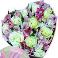 Heart of flowers in a box - flowers and bouquets on roza.ck.ua