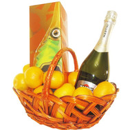 """Gift basket with elite champagne"" in the online flower shop roza.ck.ua"