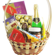 """Gift basket with sweets and champagne"" in the online flower shop roza.ck.ua"