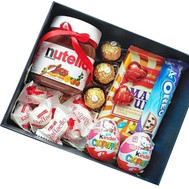 Box with sweet gifts - flowers and bouquets on roza.ck.ua