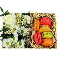 Small box with flowers and macarons - flowers and bouquets on roza.ck.ua