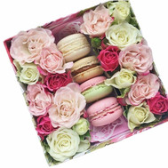 Mini box with roses and pastries - flowers and bouquets on roza.ck.ua