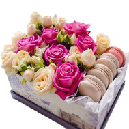 A small box with macarons and roses - flowers and bouquets on roza.ck.ua