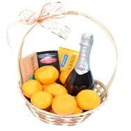 Gift basket with chocolate - flowers and bouquets on roza.ck.ua