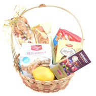 """Basket of sweets for tea"" in the online flower shop roza.ck.ua"