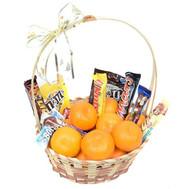 """Кошик з мандаринами і шоколадними батончиками"" в интернет-магазине цветов roza.ck.ua"