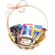 Корзинка с нутеллой и шоколадными батончиками - цветы и букеты на roza.ck.ua