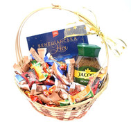 Gift basket with sweets and coffee Jacobs - flowers and bouquets on roza.ck.ua
