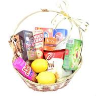 Подарочная корзина со сладостями и чаем - цветы и букеты на roza.ck.ua