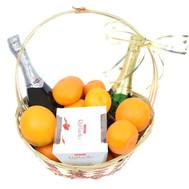 Праздничная подарочная корзина с шампанским - цветы и букеты на roza.ck.ua