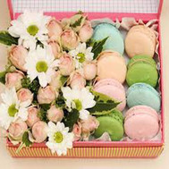Box of flowers with cakes - flowers and bouquets on roza.ck.ua