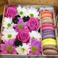 """A box of flowers with macaroons"" in the online flower shop roza.ck.ua"