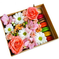 Bright box with macaroons - flowers and bouquets on roza.ck.ua