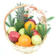 Новогодняя подарочная корзина с фруктами - цветы и букеты на roza.ck.ua