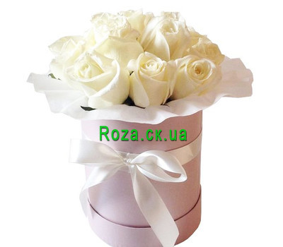 """White roses in a hat box"" in the online flower shop roza.ck.ua"