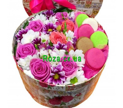 """Flowers and macaroons in a box"" in the online flower shop roza.ck.ua"