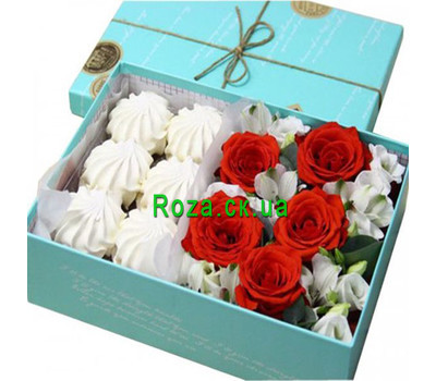 """Box of flowers with marshmallows"" in the online flower shop roza.ck.ua"