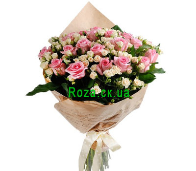 """""""A beautiful bouquet of bush and ordinary roses"""" in the online flower shop roza.ck.ua"""