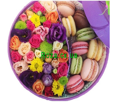 """Round box with flowers and macaroons"" in the online flower shop roza.ck.ua"