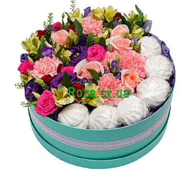 """""""Round box with flowers and marshmallows"""" in the online flower shop roza.ck.ua"""
