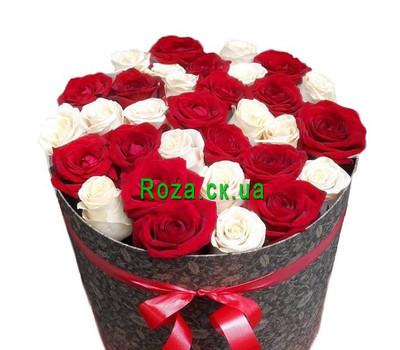 """Buy roses in a hat box Cherkassy"" in the online flower shop roza.ck.ua"