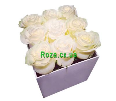 """""""Маленькая квадратная коробочка с розами"""" в интернет-магазине цветов roza.ck.ua"""