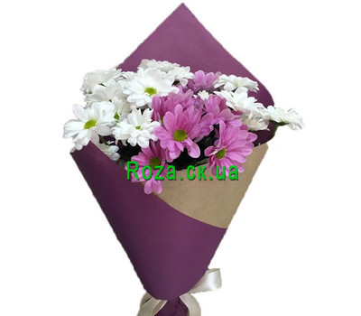"""""""A small bouquet of chamomile chrysanthemums"""" in the online flower shop roza.ck.ua"""