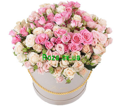 """""""Spray Roses in a Hat Box"""" in the online flower shop roza.ck.ua"""
